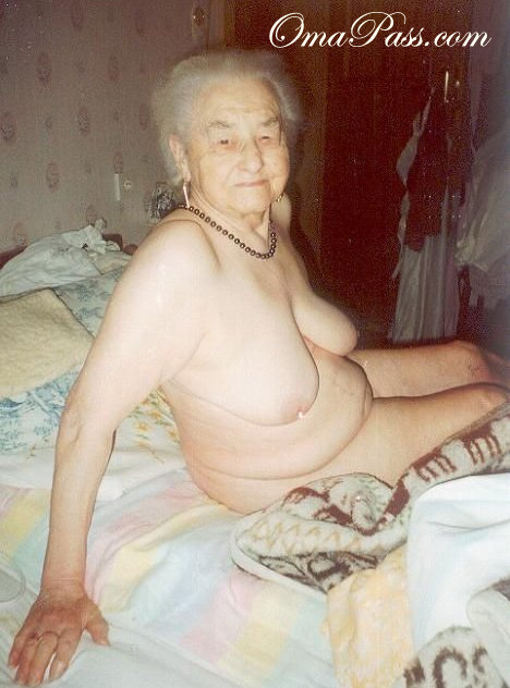 Amateur granny loves bbc and dp